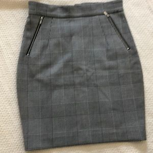 EUC H&M black and white checkered pencil skirt